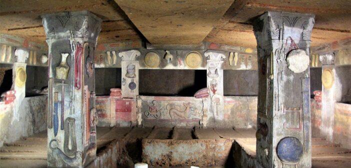 tomba dei rilievi - letti e pilastro
