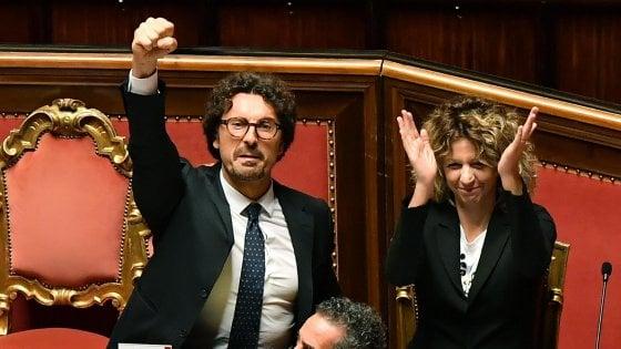 Gesti iconici della politica italiana e non sono presenti nella canzone del maestro Gaber
